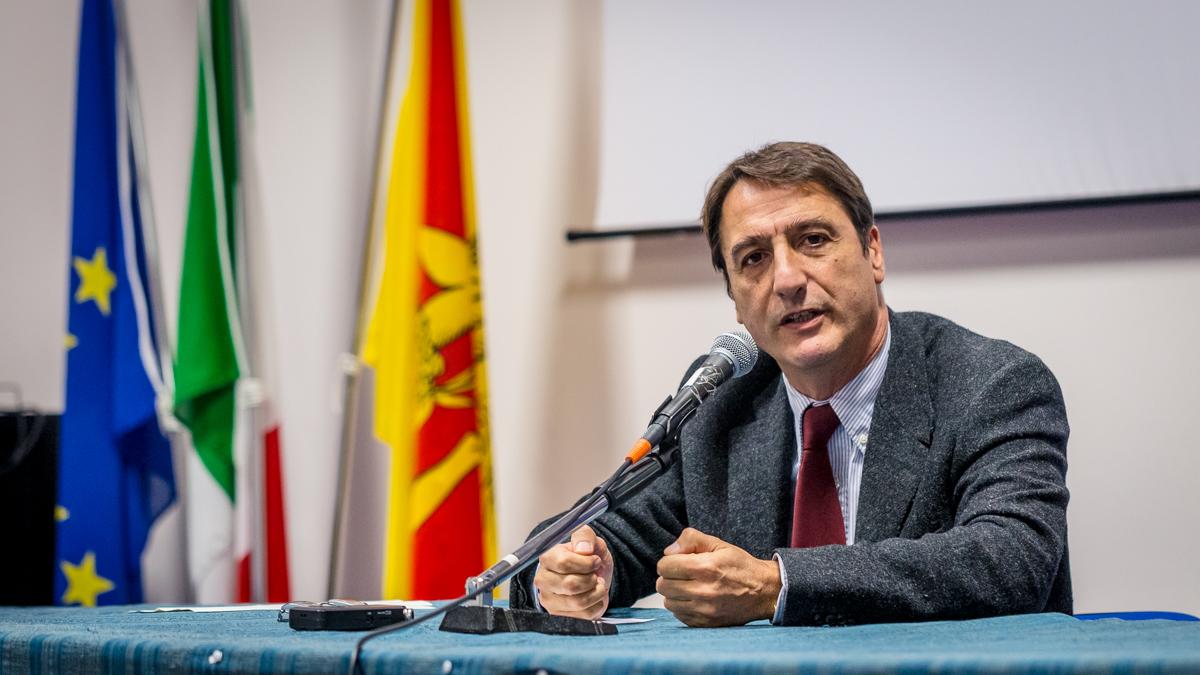 Claudio Fava 'aggredito' da Le Iene: audio consegnato a Procura di Ragusa