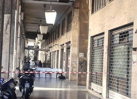 La morte del clochard a Palermo,  ragazzini sotto interrogatorio