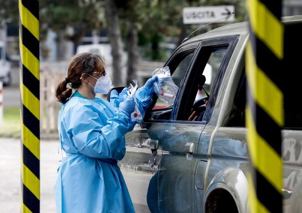 Coronavirus, contagi record in Italia: oltre diecimila nelle ultime 24 ore