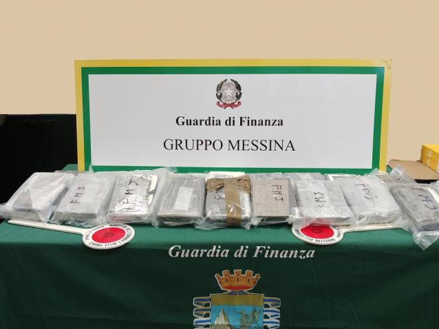 Arrestato agli imbarcaderi di Messina con 20 chili di cocaina purissima