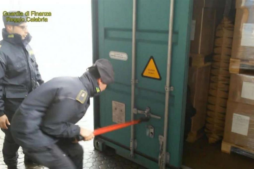 Sequestrati 74 chili di cocaina nel porto di Gioia Tauro