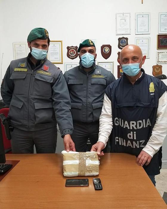 Arrestato dalla Finanza a Trapani con 1,5 chili di cocaina