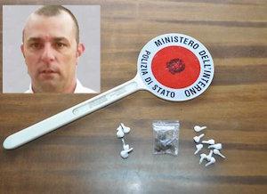 Acireale, la polizia ferma un'auto sospetta e trova 13 dosi di cocaina: un arresto