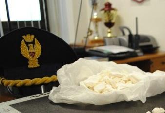 """Palermo, """"soffiata"""" alla polizia: preso con un chilogrammo di cocaina"""