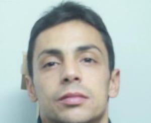 Catania, aggredisce il titolare di un tabacchi per rubargli l'incasso: arrestato