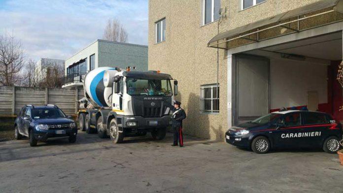 Tenta di investire un rom con una betoniera a Torino, arrestato