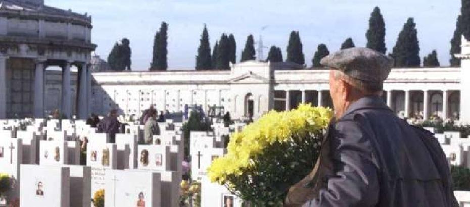 Incendiata cappella funeraria al cimitero di Comiso