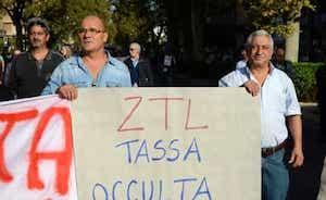 In strada i negozianti del Centro storico di Palermo contro la Ztl