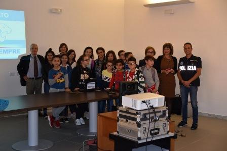 Legalità, studenti di Grammichele visitano il Commissariato di Caltagirone
