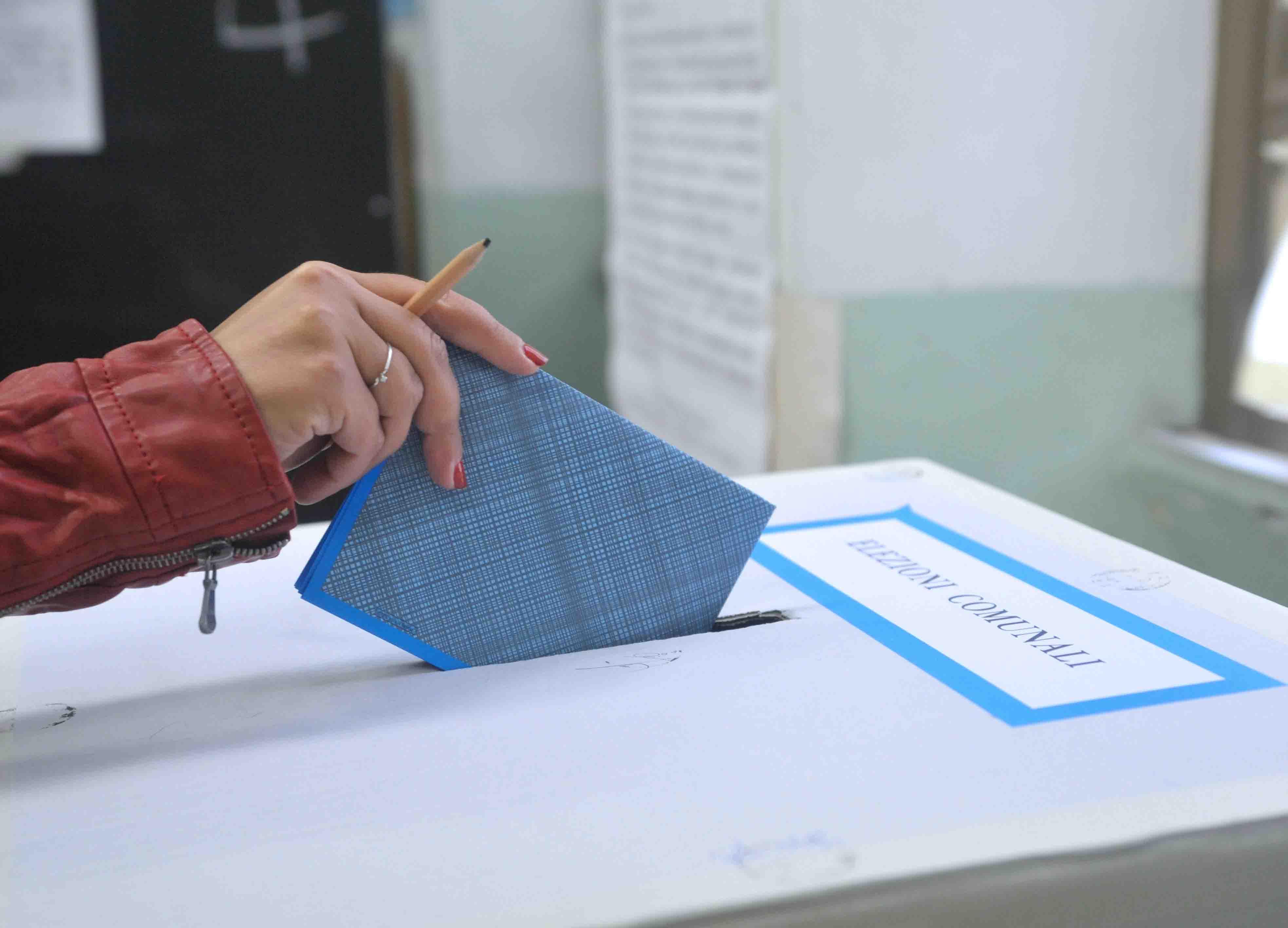 Ballottaggi in Sicilia, alle ore 19 ha votato il 34,8% degli aventi diritto
