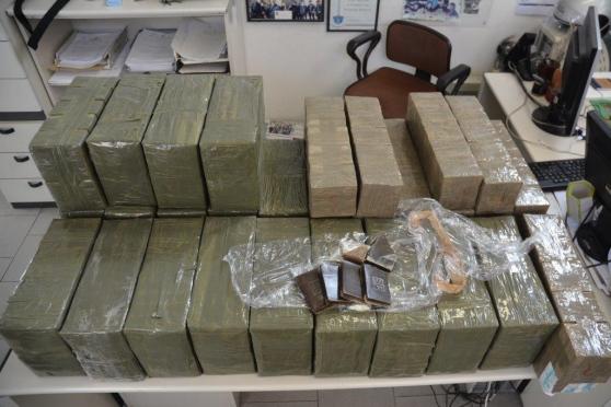 Con 300 chili di droga sulla Napoli-Palermo: arrestato