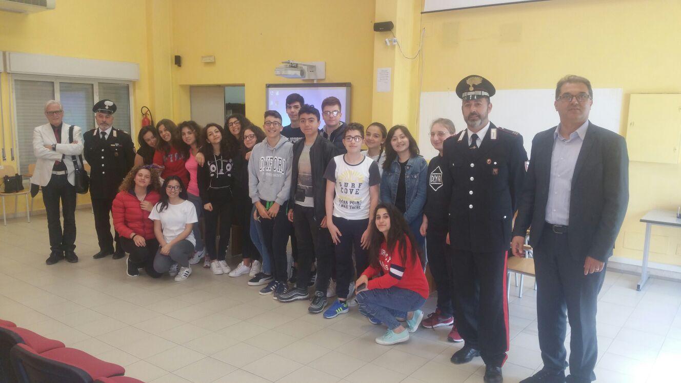 """Bullismo, i carabinieri fanno lezione al """"Majorana"""" di Avola"""