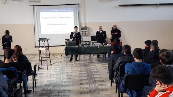 Droghe, i carabinieri incontrano gli studenti dell'istituto Einaudi
