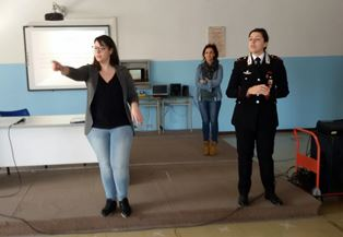 Siracusa, i carabinieri alla scuola Verga per una lezione di legalità