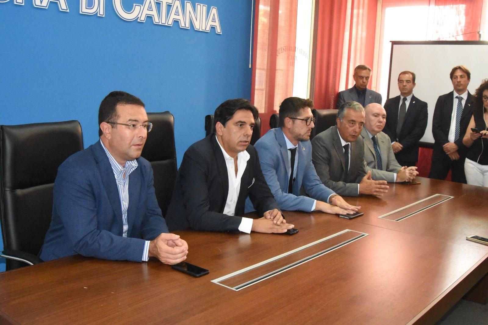 In  Questura a Catania l'incontro con il poliziotto ferito da migranti