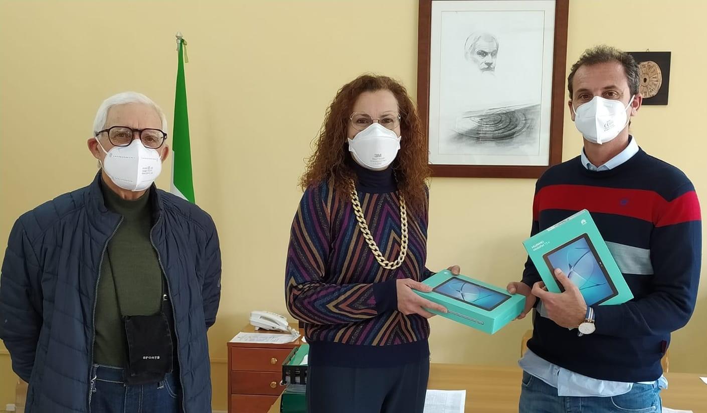 Scicli, il Rotary Club regala due tablet all'Istituto scolastico Vittorini