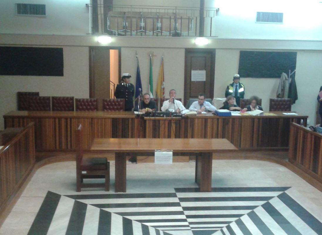 Augusta: lascia il Presidente Patti, l'opposizione chiede le dimissioni dell'assessore Schermi per incompatibilità