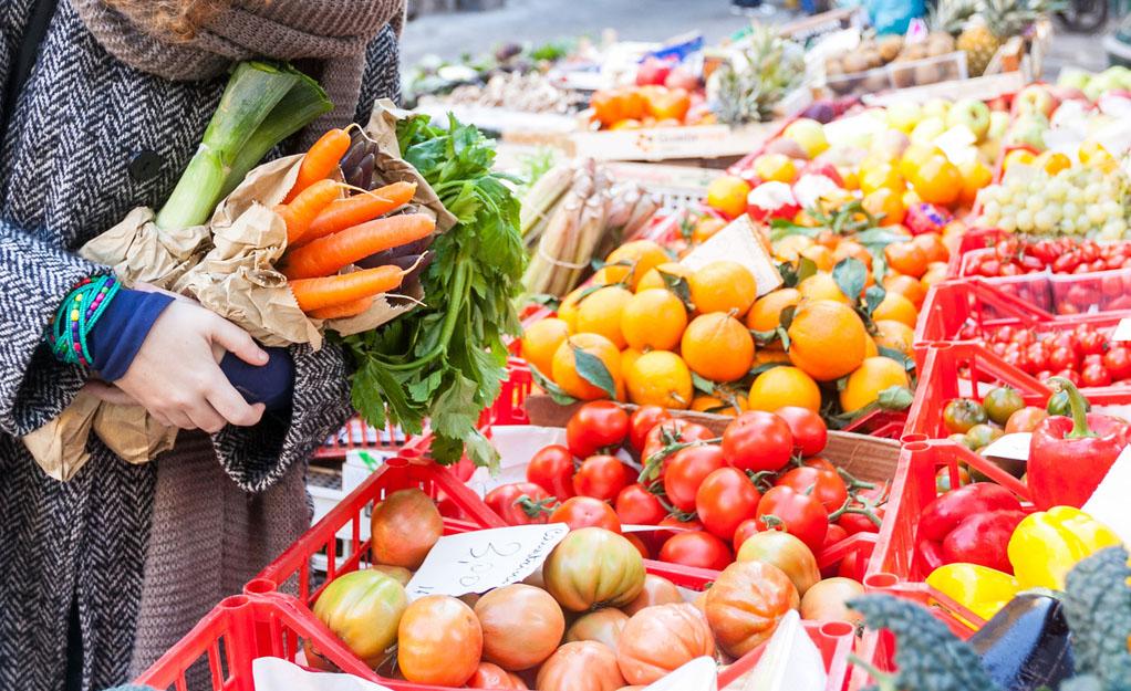 Consumi: Coldiretti, 6 italiani su 10 fanno la spesa dal contadino