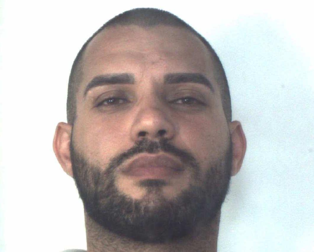 Priolo, gli perquisiscono casa: spuntano 2 pistole e cocaina: arrestato
