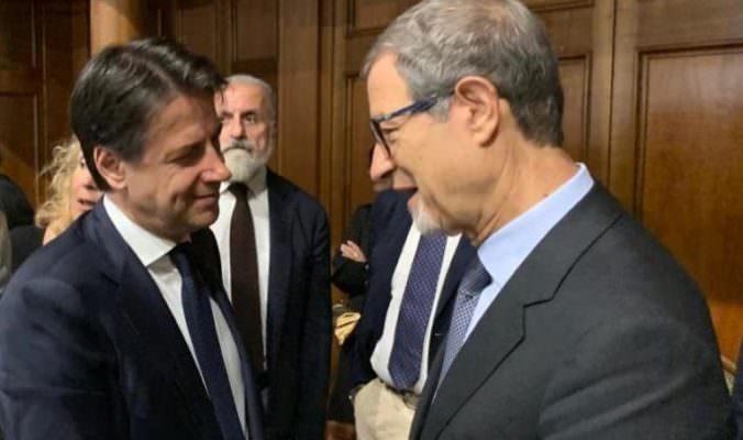 Migranti, il Tar dà ragione a Conte e sospende l'ordinanza di Musumeci