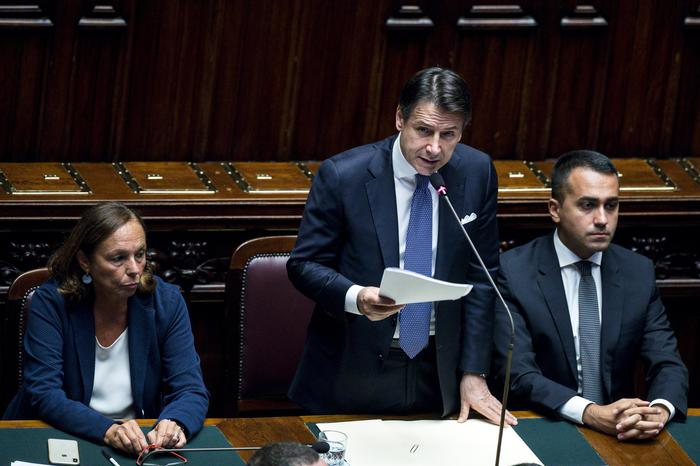 Conte bis incassa la fiducia alla Camera, 343 sì e 263 no: 3 astenuti