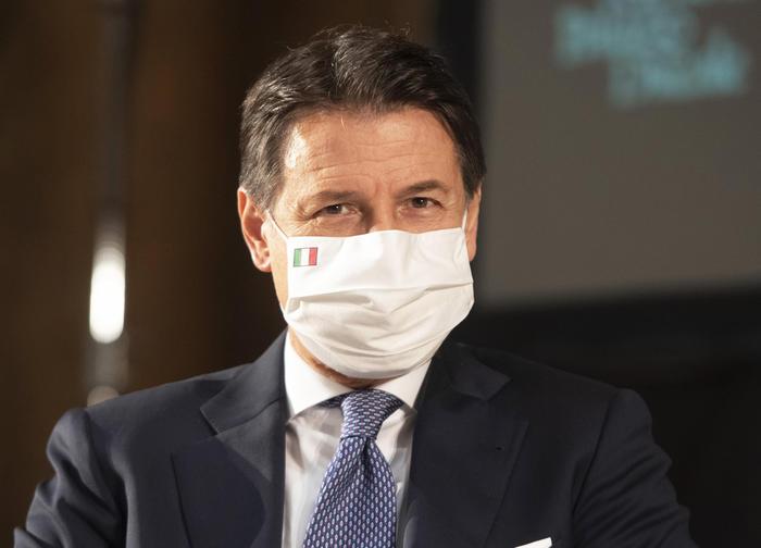 Vertice notturno a Palazzo Chigi, nuovo decreto nel week end: si va verso il coprifuoco dalle 22
