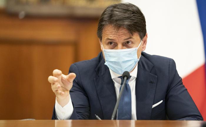 Covid, gli italiani resteranno 'prigionieri' del governo fino a dopo l'Epifania