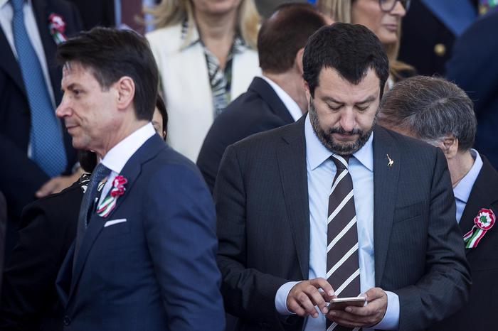 La crisi di governo, botta e risposta Salvini - Conte: è già campagna elettorale