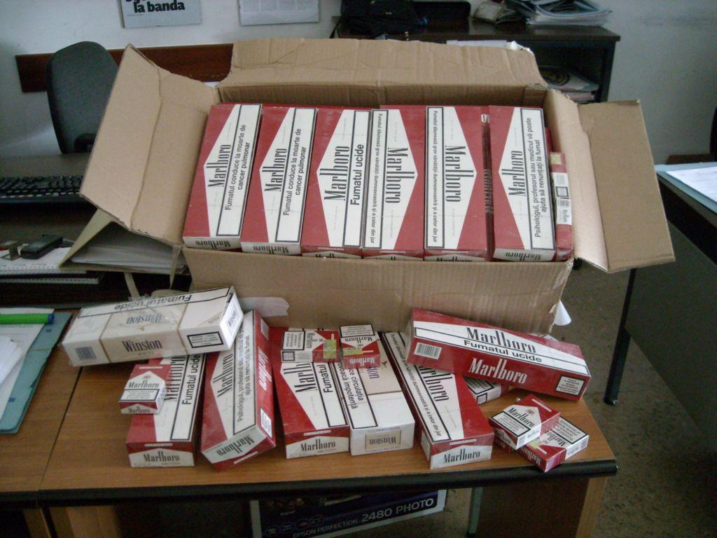 Palermo, gli trovano in tre borsoni sigarette di contrabbando: giovane denunciato