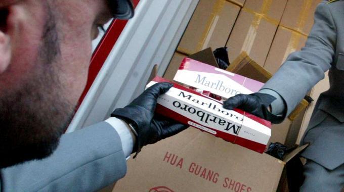 Contrabbando, sigarette dall'Est Europa: 14 arresti a Caserta