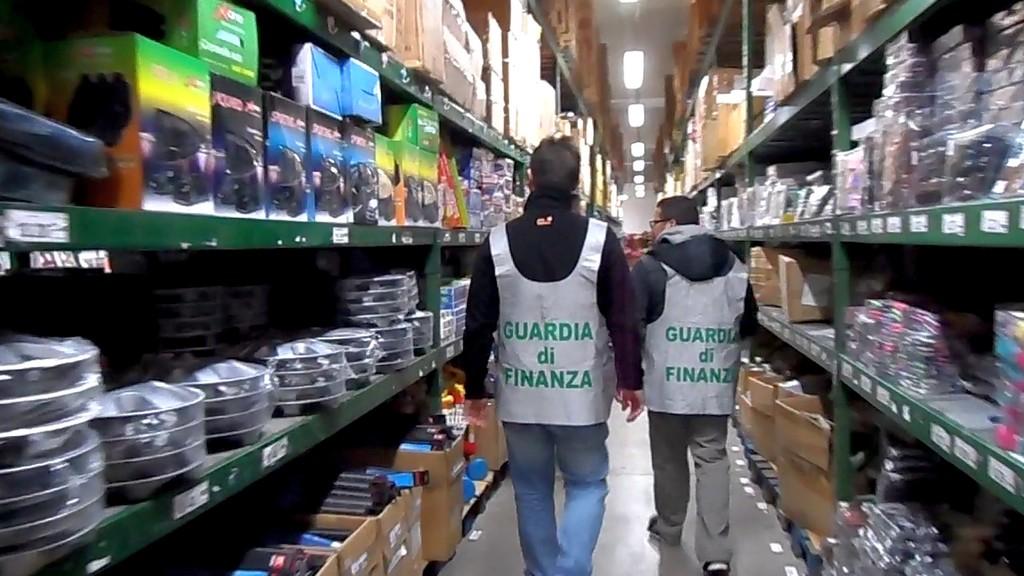 Bari, giocattoli contraffatti: sequestrati 5,8 milioni di prodotti