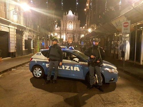 Pusher e suoi amici picchiano agenti: un arresto a Catania