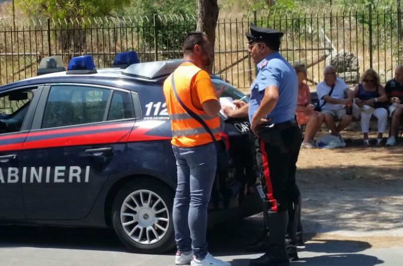 Siracusa, multati 5 parcheggiatori abusivi: quattro al Teatro Greco