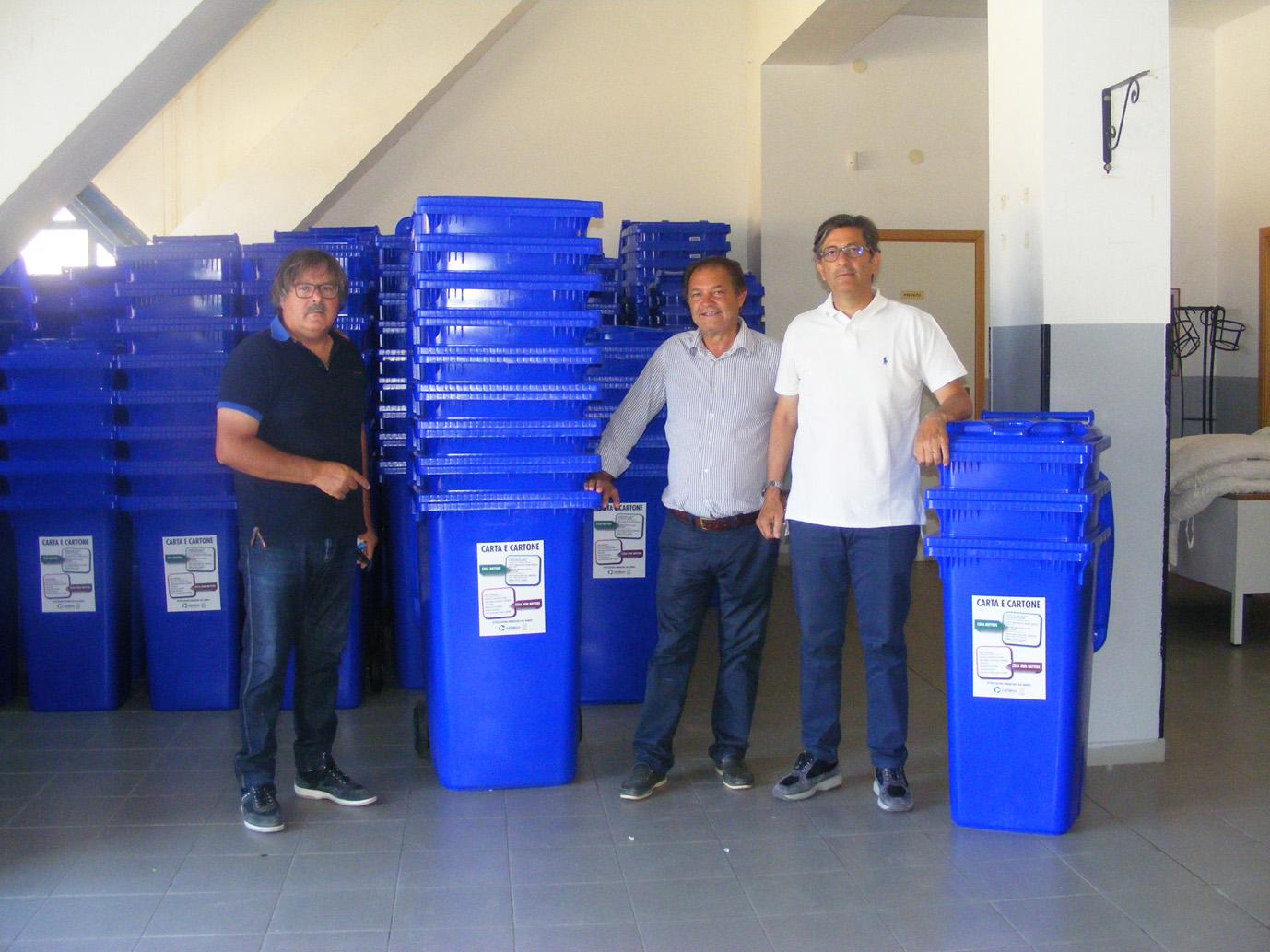 Rosolini, al via la distribuzione dei nuovi contenitori per carta e cartone