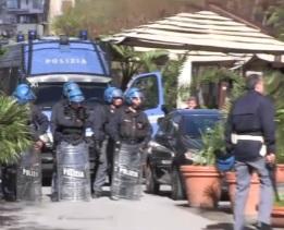 Palermo, scontri in pieno centro tra tifosi rosanero e quelli della Lazio
