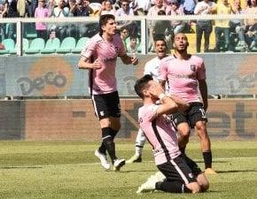 Palermo, la serie A si allontana: in casa sbaglia pure un rigore col Cesena