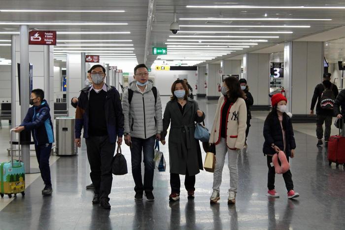 Coronavirus, 25 morti in Cina: caso sospetto su una donna di Bari rientrata da Wuhan