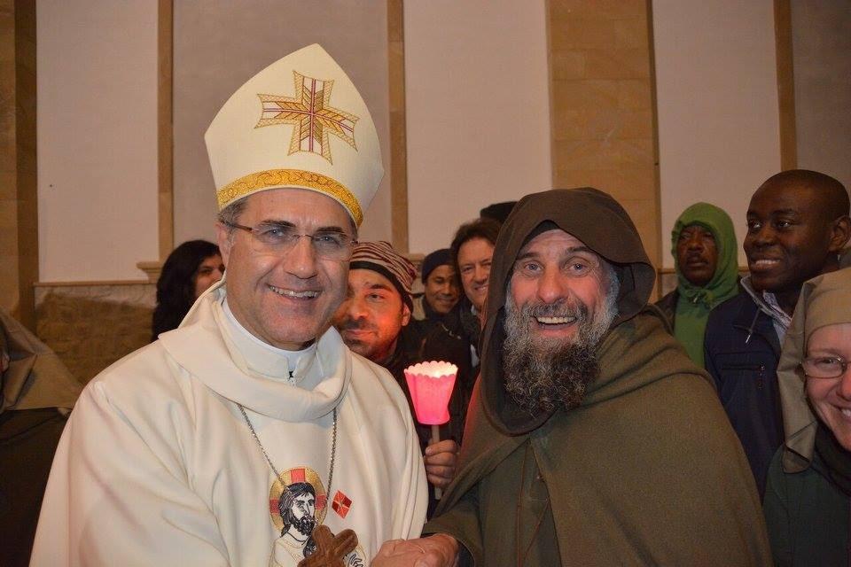 Monsignor Corrado Lorefice fa visita a Biagio Conte e prega con lui