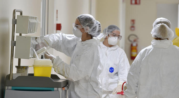 Coronavirus, il bollettino quotidiano della Protezione civile: 17.750 i contagi e quasi duemila i guariti
