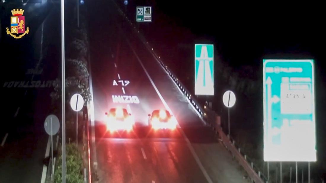 Catania, gara clandestina sull'autostrada: vetture lanciate a 260 km orari