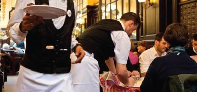 Serviva i clienti senza mascherina, chiuso ristorante ad Aci Castello