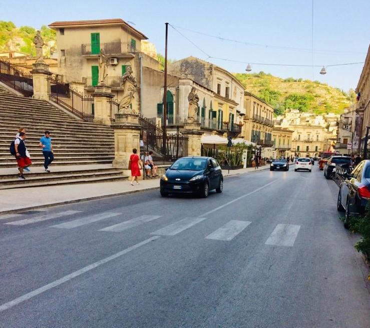 Modica, isola pedonale in un tratto del Corso: ritarda l'ordinanza