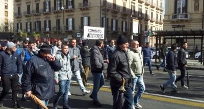 Palermo, corteo dei portuali per salvare le imprese sequestrate
