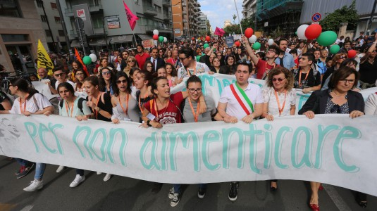 Mafia: Ragusa, studenti in corteo nel nome di Falcone e Borsellino