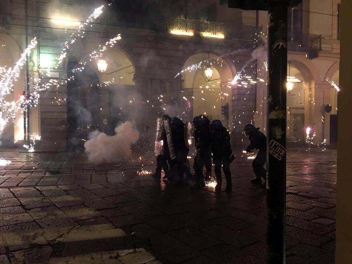 Torino, scontri al corteo anti G7: 5 fermati