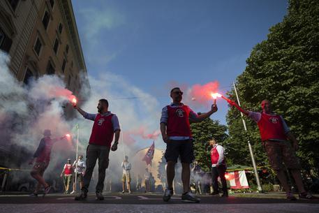 Manifestanti antirazzismo aggrediti a Bari da militanti di Casapound