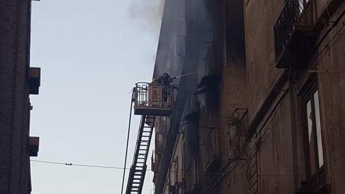 Incendio in un appartamento a Cosenza: tre morti