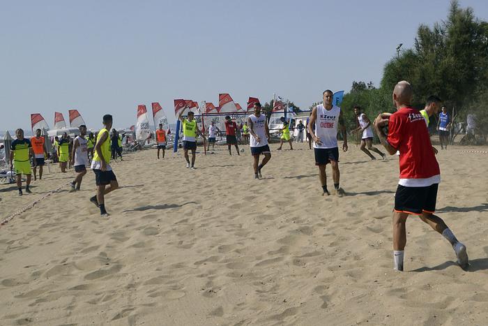 Allenamento in spiaggia per il Crotone: poi partitella quattro contro quattro
