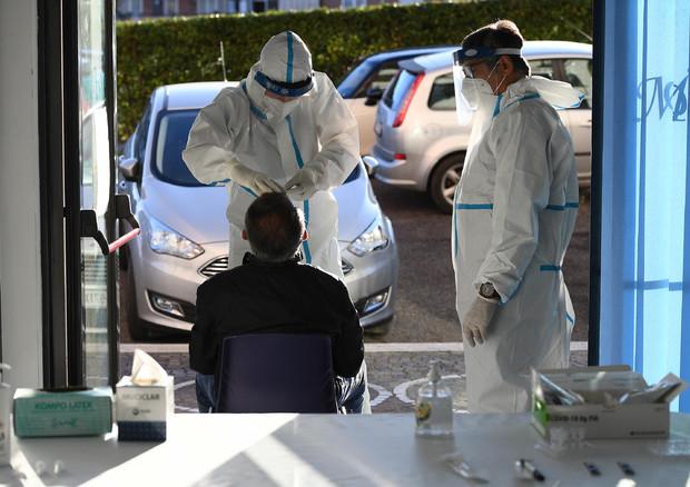 Coronavirus, 25.853 nuovi positivi: ancora tanti i morti in Italia 722