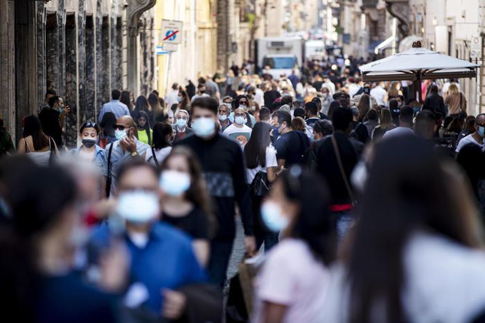 Covid Italia, 951 nuovi casi e 30 morti: più contagi in Sicilia e Lombardia